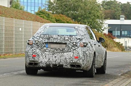 全新世代Mercedes-AMG C63首次現身 動力系統竟是個謎!