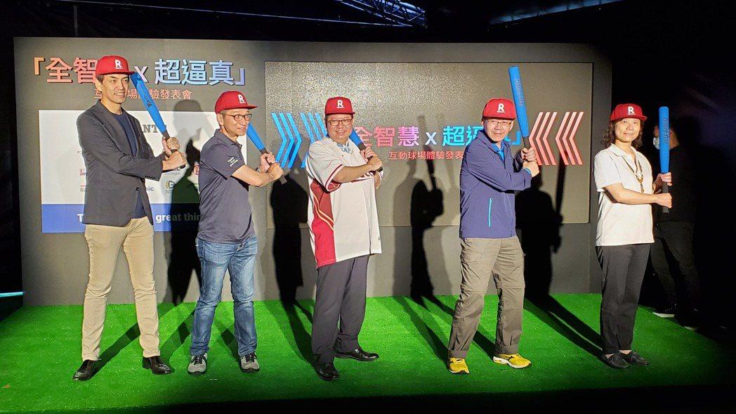 Rakuten Monkeys副董渡邊崇(左起)、台灣NTT執行長廖宇、桃園市長...