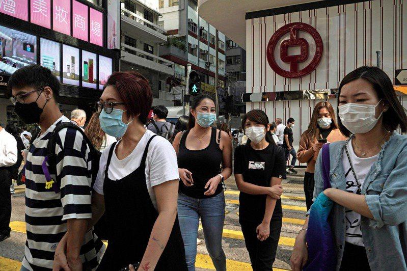 香港今天新增6例確診,其中3例本土感染個案都有源頭,另3例境外移入病例都來自印度。 美聯社