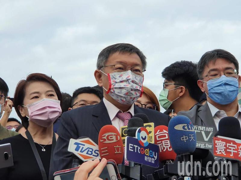台北市長柯文哲上午參加市府廣場升旗典禮受訪。記者楊正海/攝影