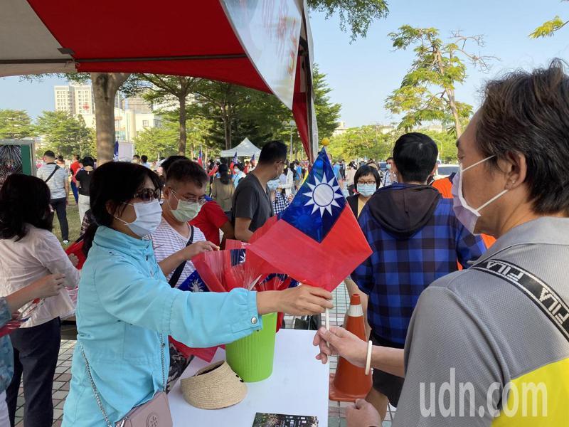 台南市政府今天上午在西拉雅廣場舉辦國慶升旗典禮。記者鄭維真/攝影