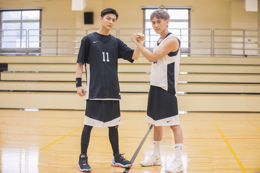 王子邱勝翊(左)與弟弟邱宇辰以愛為出發點,舉辦「以愛之名-明星籃球公益賽」。圖/