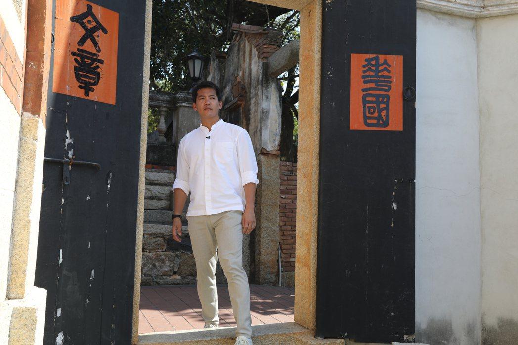 謝哲青透過主持重新認識台灣。圖/亞洲旅遊台提供
