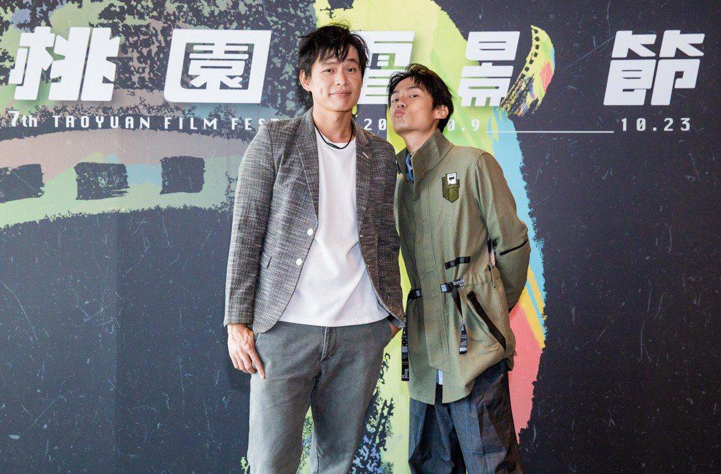 黃鐙輝(左)、大鶴(右)在「陽光電台不打烊」有相當搞笑的演出。圖/桃園電影節提供