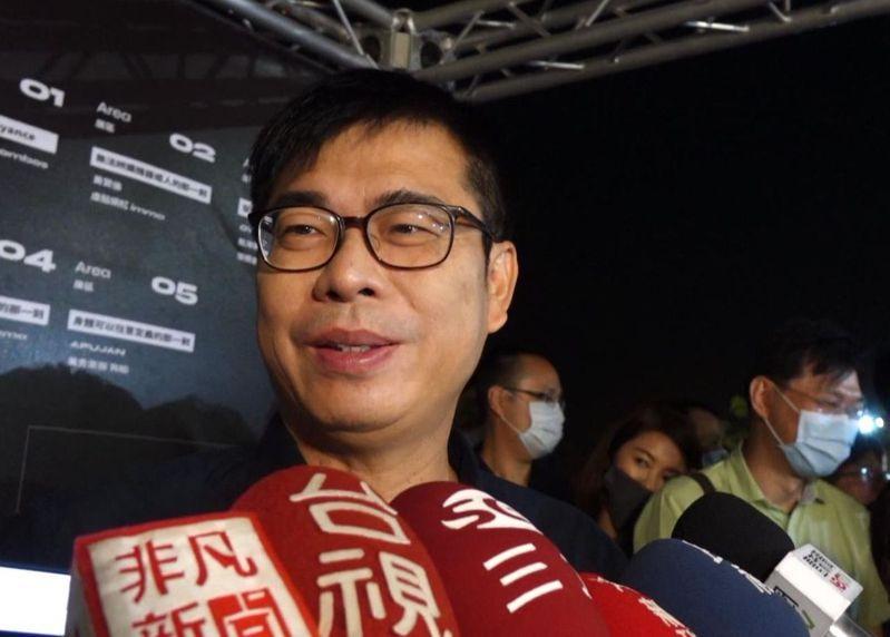 對於高雄市前市長韓國瑜說國家風雨飄搖、內外夾擊,高雄市長陳其邁晚間受訪時表示,那是國民黨老派的政治語言。記者楊濡嘉/攝影