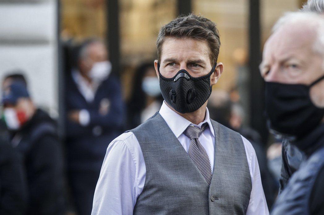 湯姆克魯斯與工作人員都謹記要隨時戴上口罩,避免遭到傳染。圖/歐新社資料照片