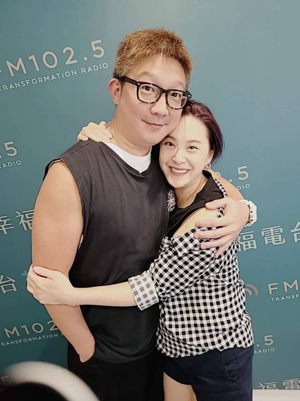 黃小柔走入婚姻後反而更愛老公。圖/摘自臉書