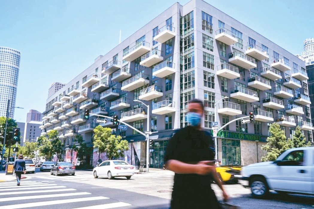 美國房市在資金行情支撐下也轉熱絡,台灣人熟悉的加州洛杉磯的置產投報率,也有不錯的...