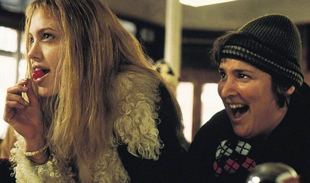 吉莉安阿蒙南特(右)曾與安琪莉娜裘莉合演「女生向前走」。圖/摘自imdb