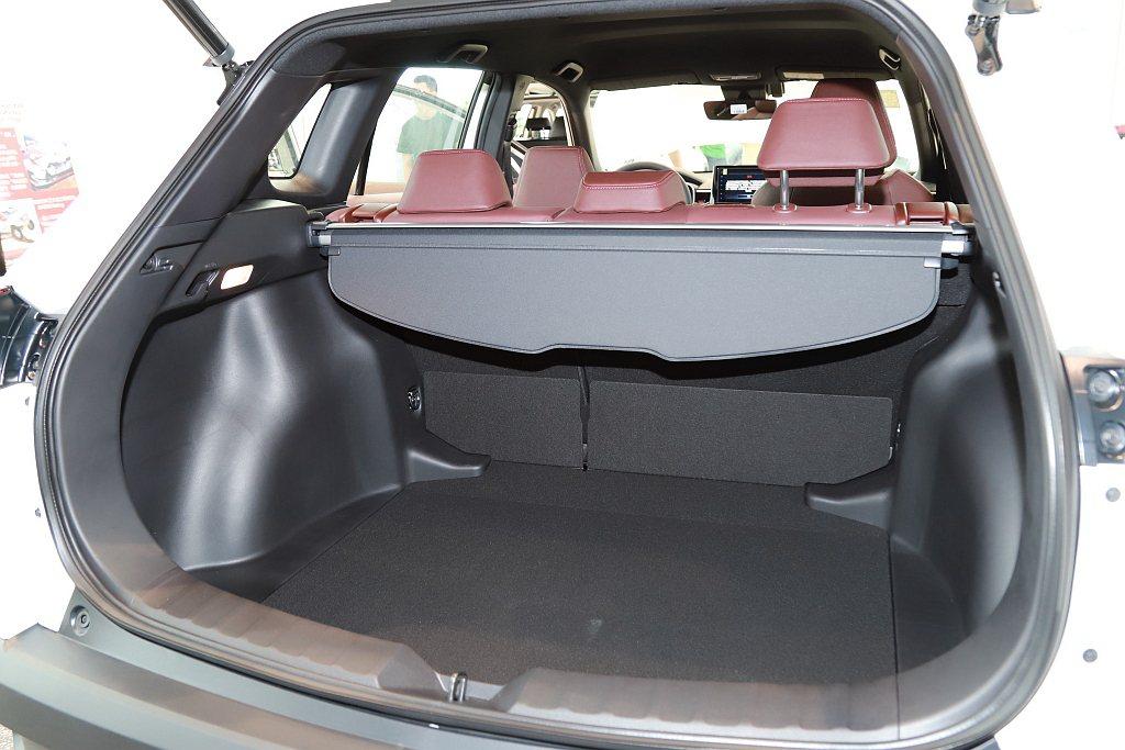 後廂基本就擁有487L置物空間,滿足車主各種生活型態使用需求。 記者張振群/攝影