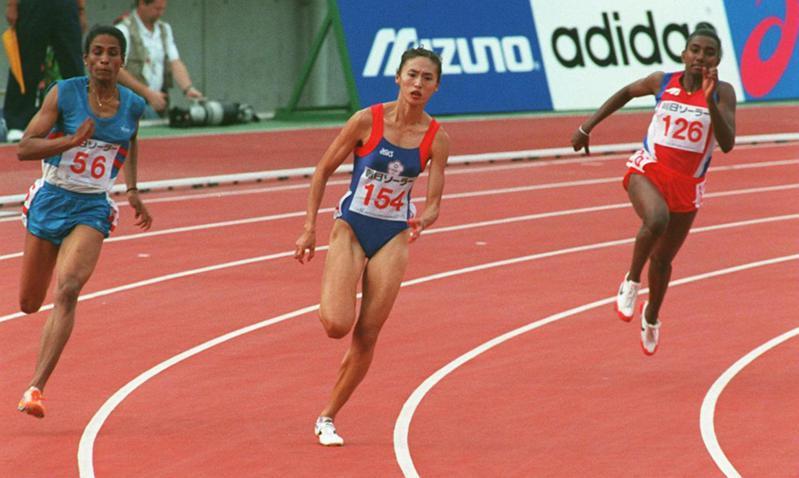 1994年10月11日廣島亞運,王惠珍(中)在女子200公尺短跑項目,以23秒34破亞運紀錄,經轉彎道領先各國選手。圖/聯合報系資料照片
