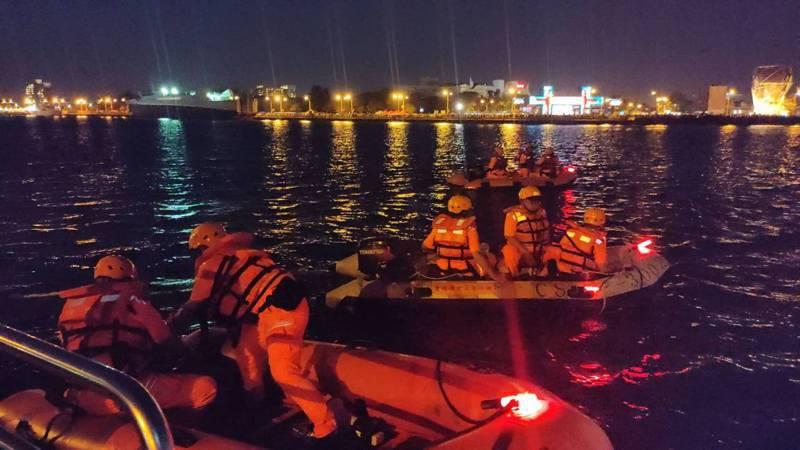 國慶焰火昨晚台南登場,海巡署11岸巡弟兄出勤守護保平安。記者謝進盛/翻攝