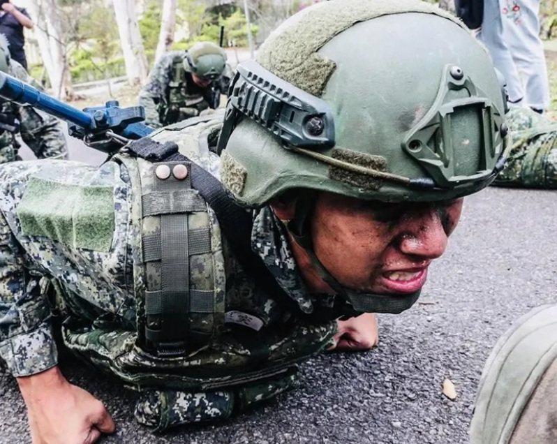 立法院預算中心去年曾披露,陸軍部分戰鬥部隊編現比偏低的狀況卻仍然存在。圖/國防部發言人臉書