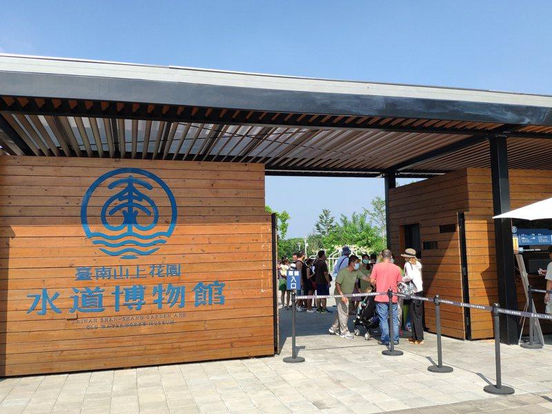 台南山上水道花園博物館第70萬名遊客出爐,今人潮不歇。記者謝進盛/攝影