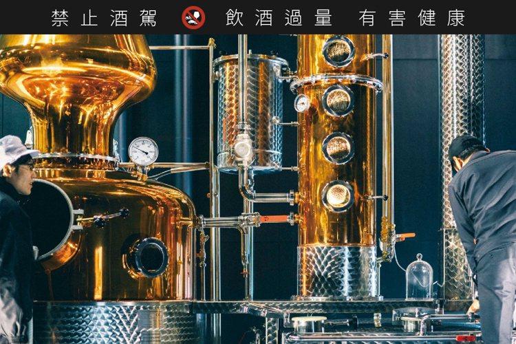 櫻尾蒸餾廠的蒸餾器由德國進口,除蒸餾威士忌外,也蒸餾琴酒。圖/中國釀造官網。提醒...