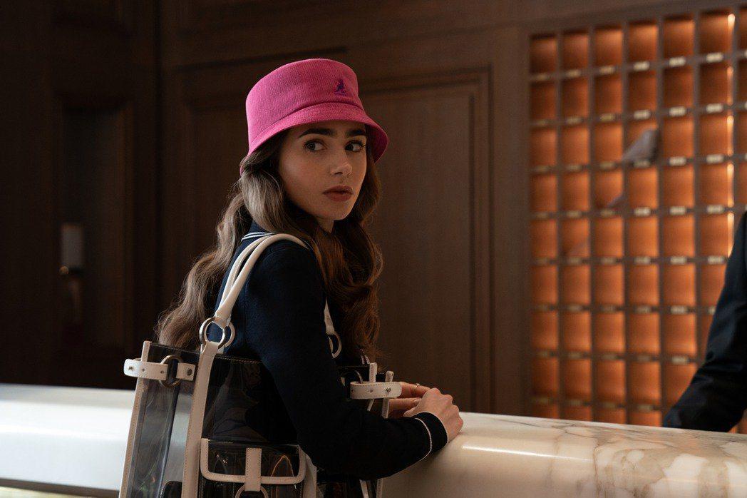 莉莉柯林斯因演出夯劇「艾蜜莉在巴黎」,演藝事業再創高峰。圖/Netflix提供