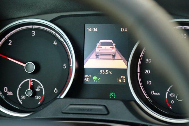 商旅車市場中少見的全速域ACC主動式車距調節巡航系統,可大幅減少長途駕駛疲勞。記...