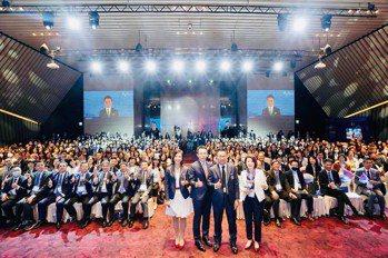 南山人壽舉辦百萬園桌MDRT DAY誓師活動,代理總經理范文偉親自出席打氣。南山人壽/提供