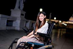 患肌肉萎縮症14歲成輪椅族 她樂觀喊:很喜歡自己