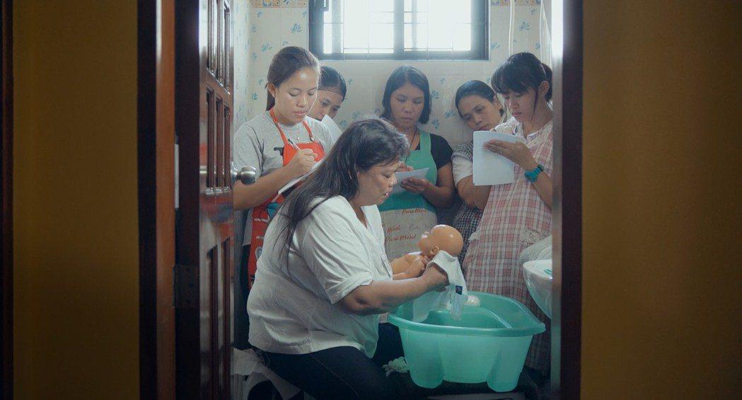 送女性出國工作,對當時菲律賓的外匯存底和經濟發展,都是一個極有效率的盤算。 圖/...