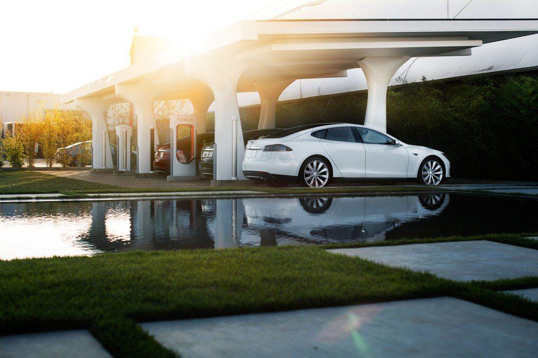 Tesla即將於10月15日凌晨開始收取超級充電使用費。 圖/台灣Tesla提供