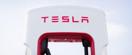Tesla自10月15日起開始收取超充使用費!三站點實施尖離峰差別費率