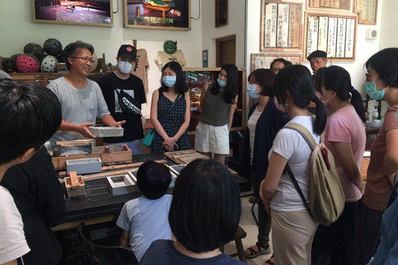 台北市社宅公共藝術計畫《古董級垃圾研發公司在南港》在南港東明社宅舉辦八場工作坊,創造互動關係,經營多元的社群連結。 圖/取自藝居-家的進行式