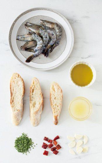 黃檸檬橄欖油蒜片蝦材料。 圖/台灣廣廈提供
