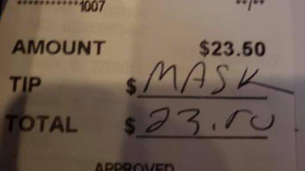 美國奧客不滿服務生要他上酒吧時戴口罩,竟在小費單上寫下「口罩」二字,並拒絕給小費...