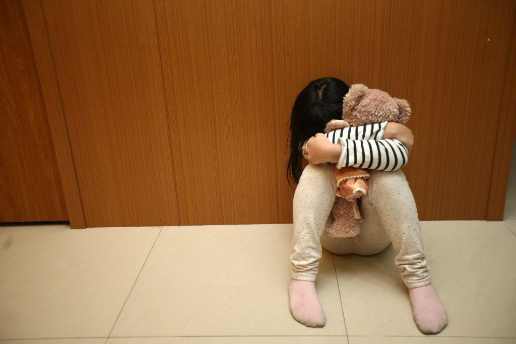 與家暴、兒虐的有關案件中,身為加害者的父母幾乎都會提出「懲戒權」的抗辯,輕則罰站,重則用水管毆打成傷。示意圖。 圖/聯合報系資料照