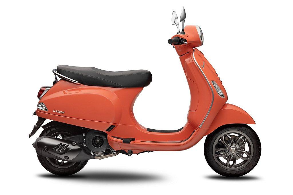 騎乘表現上偉士牌LX 125 i-get FL提供給騎士絕佳舒適的騎乘體驗,包含...