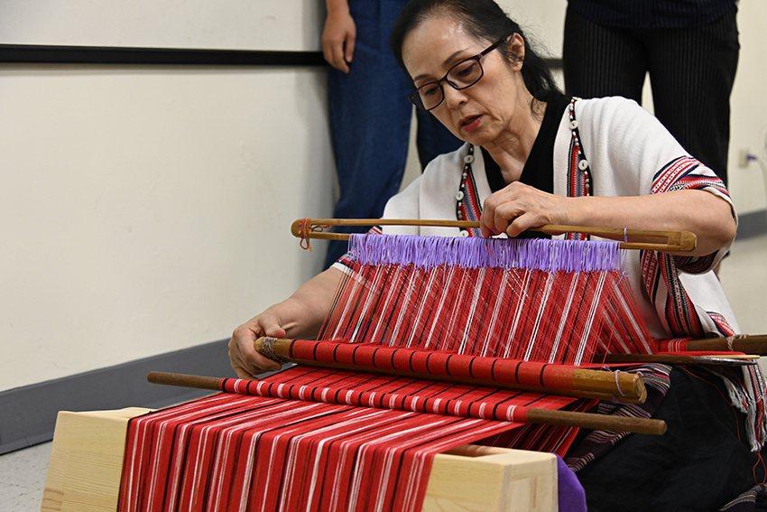 十三行泰雅編織文化特展,呈現織布文化復振成果。 十三行博物館/提供