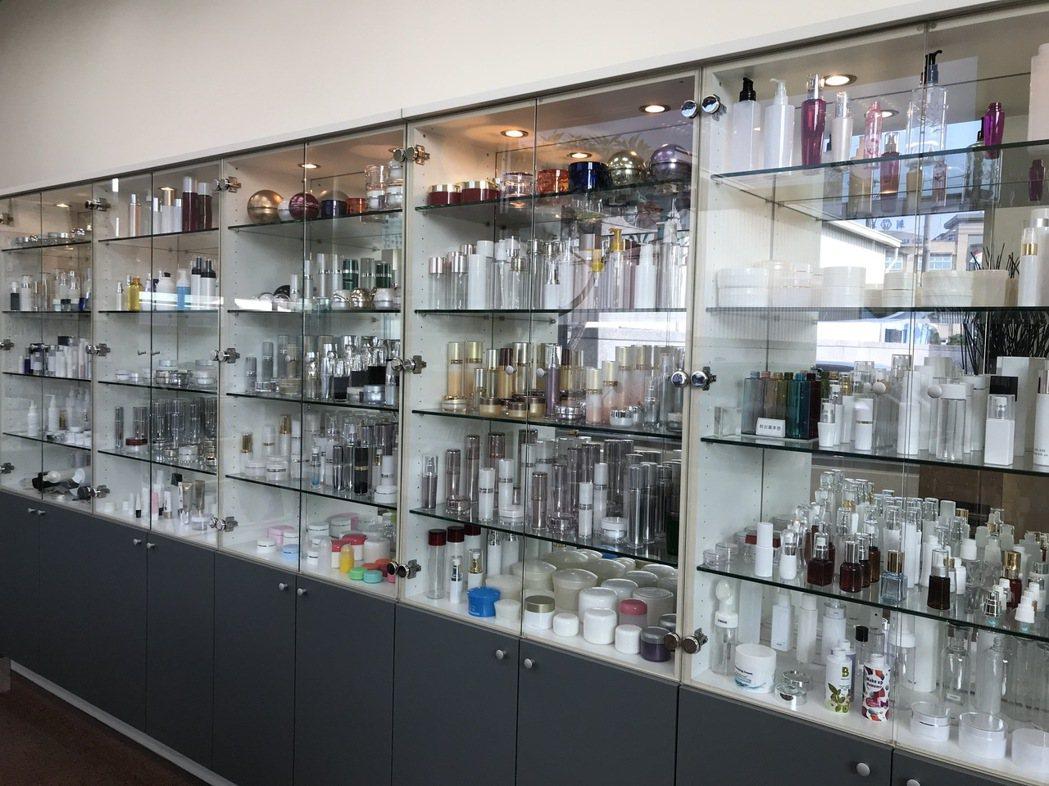 東亞和提供客製化服務,化妝品包材超過上百種。宋依靜/提供。