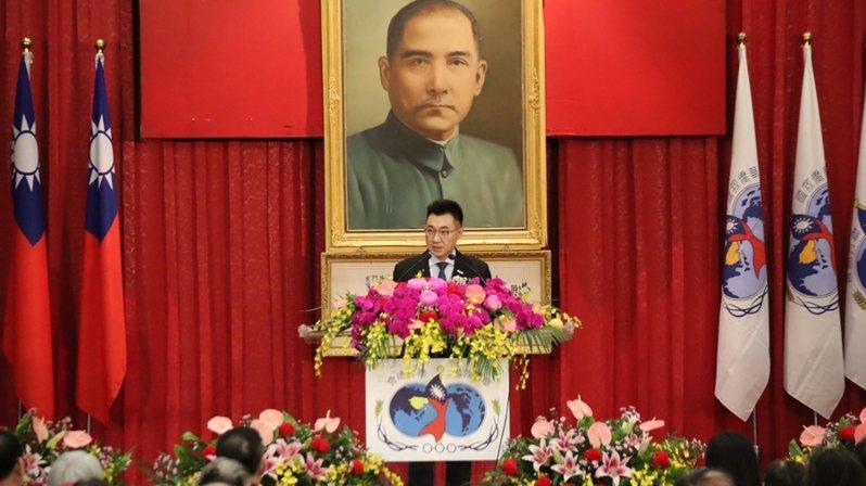 國民黨主席江啟臣出席華僑節大會時表示,華僑與中華民國的連結非常密切,並喊出「中華民國萬歲!」(photo by 國民黨)