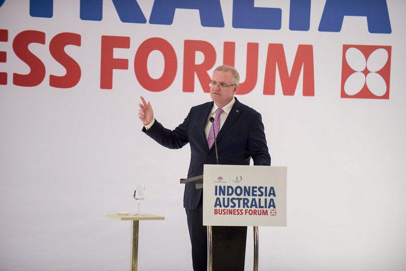 澳洲與中國的關係除了國安因素以外,今年更因為疫情的關係降至低谷。圖為澳洲總理莫里森(Photo by Australian Embassy Jakarta on Flickr under CC BY 2.0)