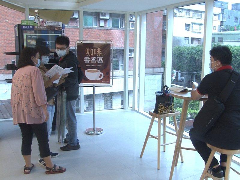 瑞芳區新圖書館啟用後,更舉辦手作藝術體驗、詩詞創作、老街走讀等活動,歡迎民眾報名。 圖/觀天下有線電視提供