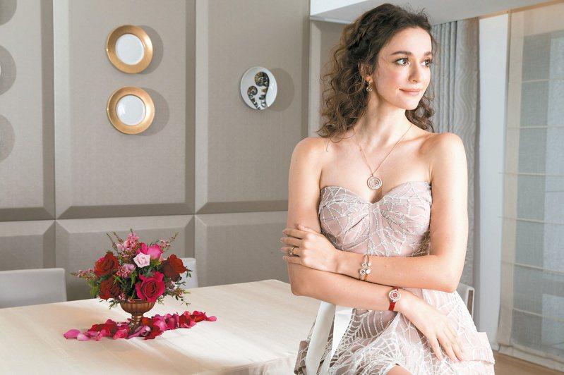 瑞莎演繹Happy Diamonds系列與Happy Spirit系列珠寶與腕表,穿C.H. Wedding禮服。記者陳立凱/攝影