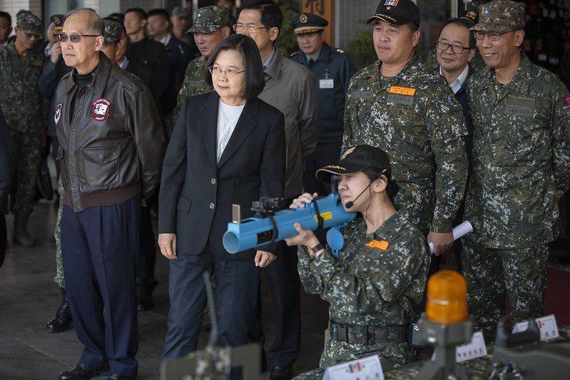 蔡英文總統今年初前往台南慰勉「陸軍部隊訓練南區聯合測考中心」。圖/總統府