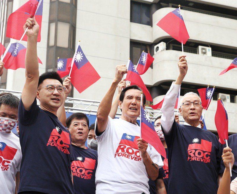 在改名議題上,前總統馬英九(中)力挺現任黨主席江啟臣(左)。本報資料照片