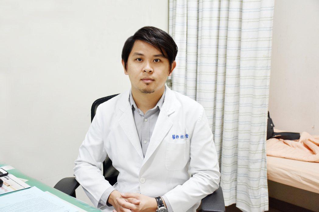 澄清醫院胸腔外科醫師杜承哲說,患者以3D內視鏡和單孔微創手術,3天後就回到工作崗...
