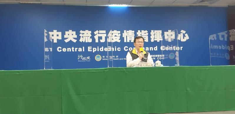 中央流行疫情指揮中心宣布,我國再增加2例新冠肺炎境外移入個案,由指揮中心發言人莊人祥對外說明。記者邱宜君/攝影
