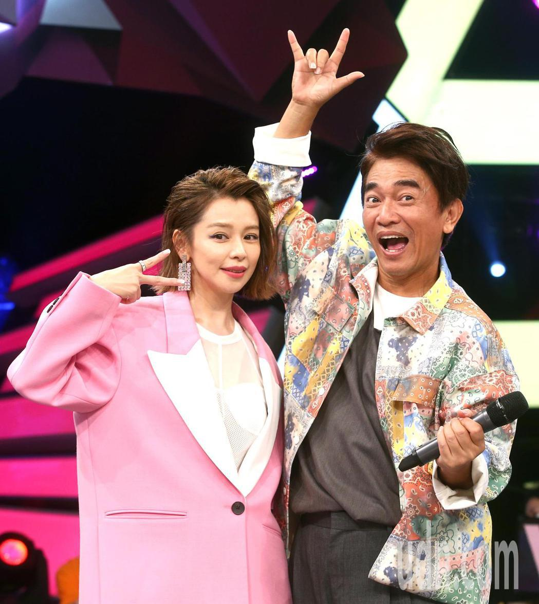 徐若瑄(左)與吳宗憲(右)下午錄節目。記者蘇健忠/攝影
