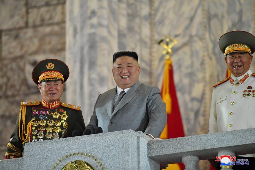 北韓10日首次在凌晨舉辦執政勞動黨成立75周年閱兵式,是2018年以來的首次閱兵...