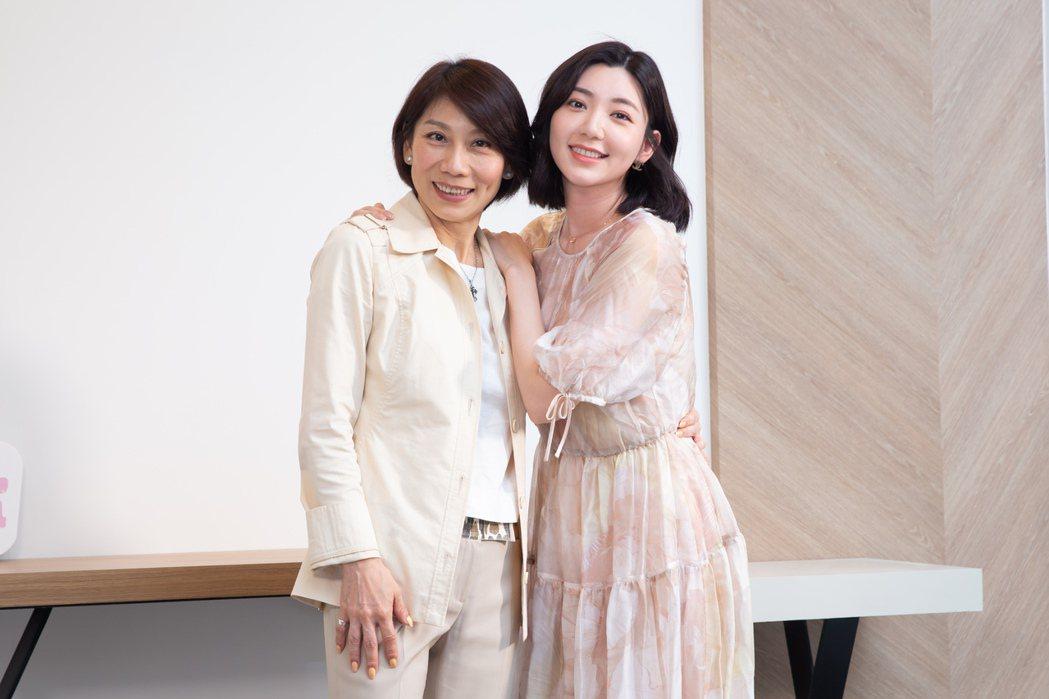 郎祖筠(左)與郭雪芙在「因為我喜歡你」中詮釋母女。記者季相儒/攝影