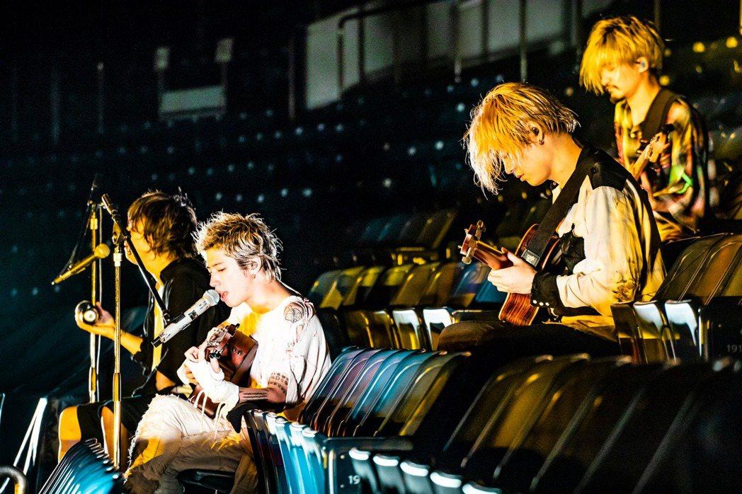 日本搖滾天團「ONE OK ROCK」舉辦線上演唱會。圖/摘自A-Sketch官