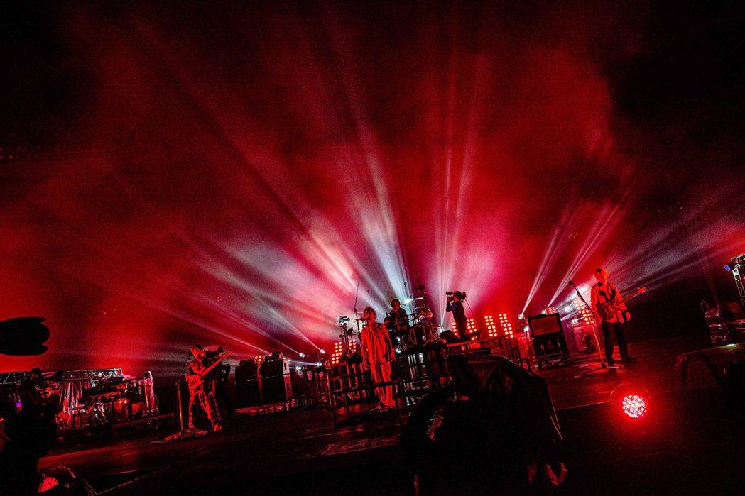 日本搖滾天團「ONE OK ROCK」舉辦線上演唱會。圖/摘自A-Sketch官...