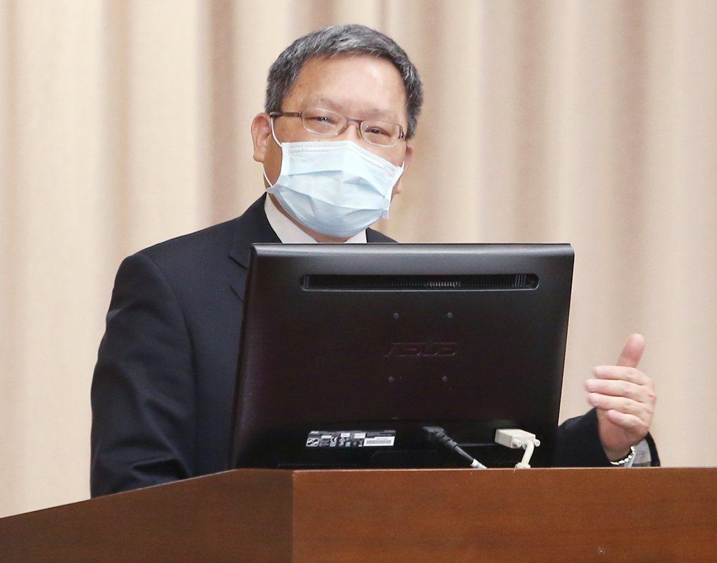財政部長蘇建榮昨在立院財委會回應立委質詢房市問題。 記者曾原信/攝影