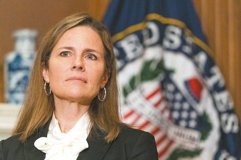巴瑞特正式成為美國最高法院大法官。 美聯社