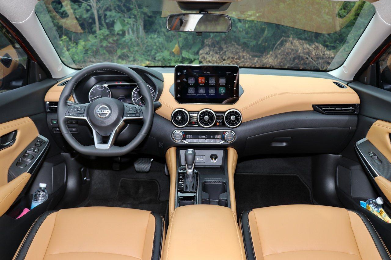 Nissan Sentra內裝以大量的軟質及皮革材質作為裝飾。  圖/陳威任 攝...