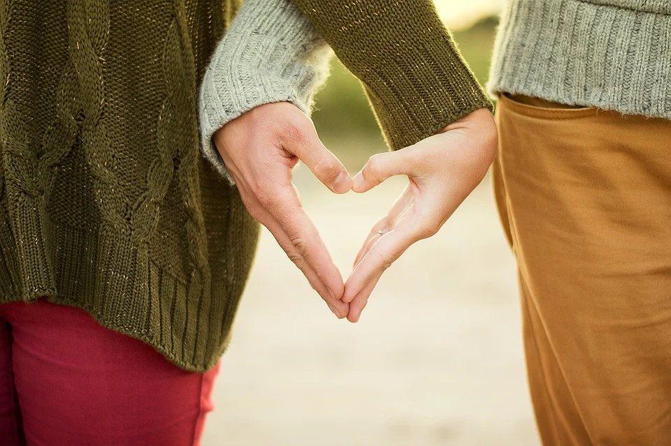 每天親密的擁抱、接觸也能增加幸福感與快感 圖/pixabay